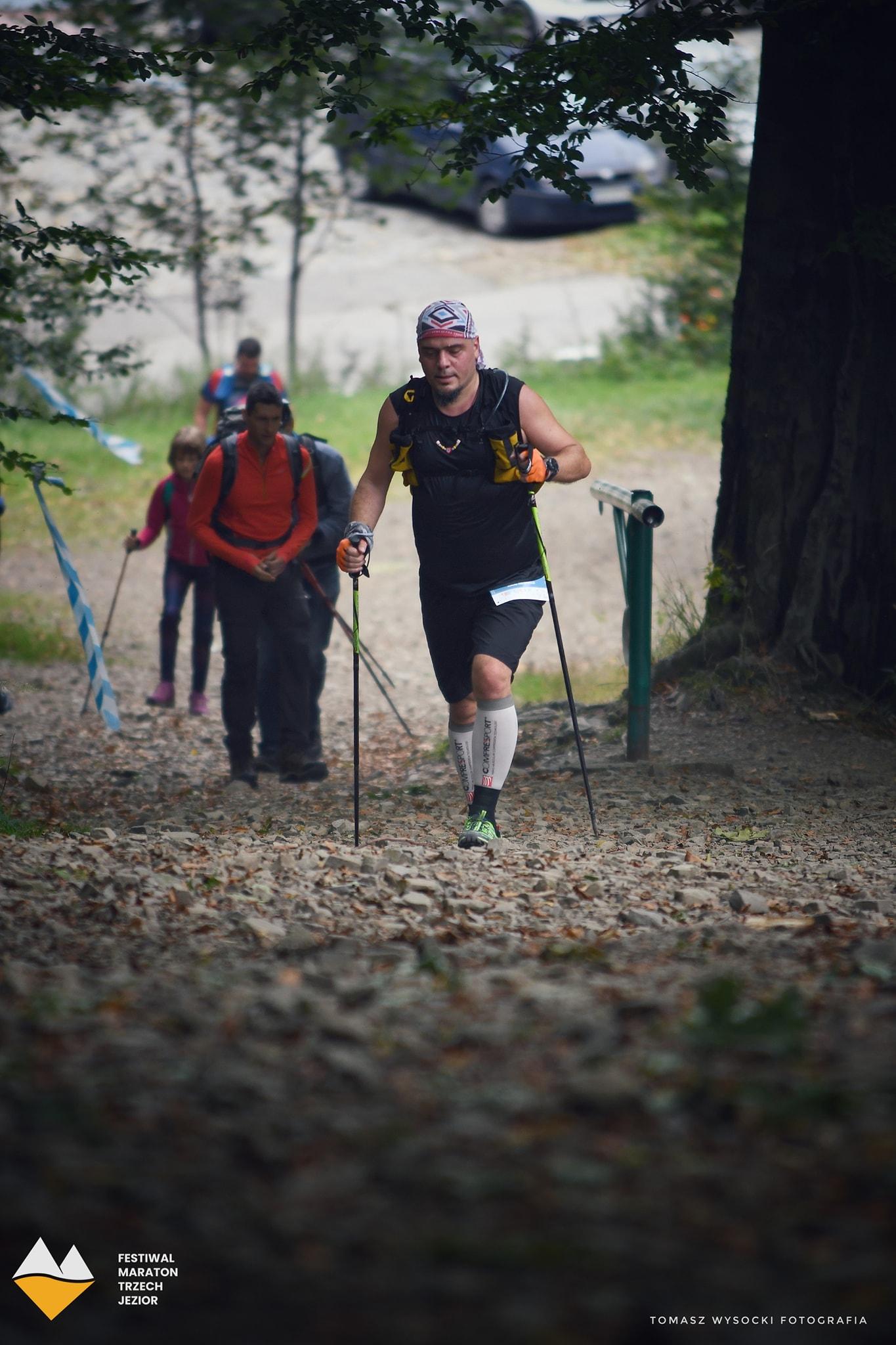 Maraton Trzech Jezior - czerń wyszczupla